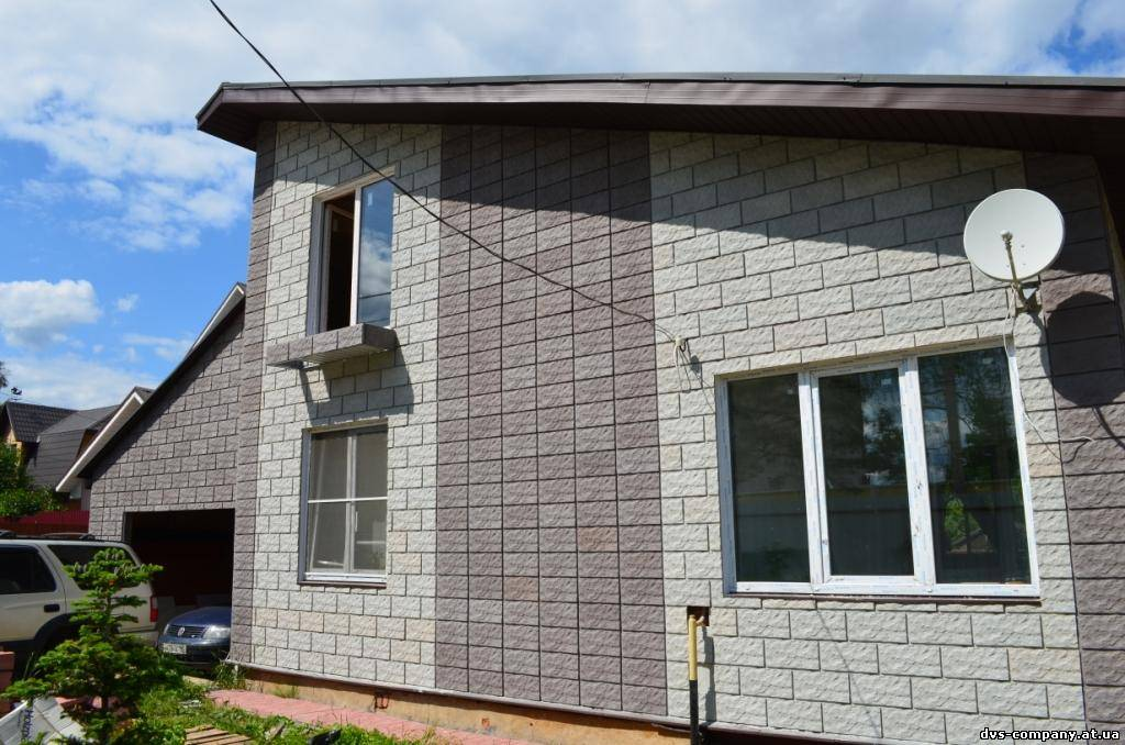 фото домов из рваного кирпича